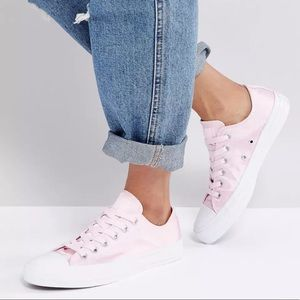 CONVERSE CHUCK TAYLOR OX Sneakers in PINK SATIN